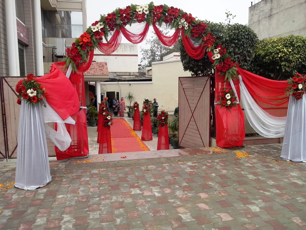 Banquet hall hotel grand park for Decoration gate